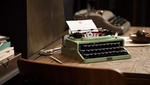 Lego создала конструктор в виде печатной машинки с подвижными кнопками