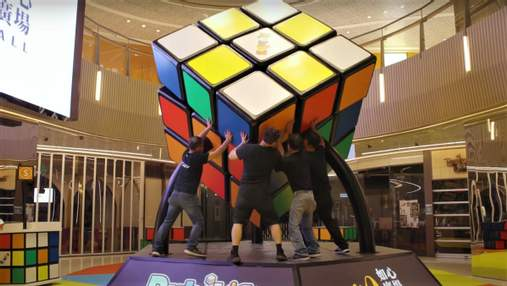 У Гонконзі зібрали найбільший у світі Кубик Рубіка: цікаве відео