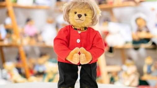 """На честь закінчення терміну повноважень: у Німеччині створили плюшевого ведмедя """"Меркель"""""""