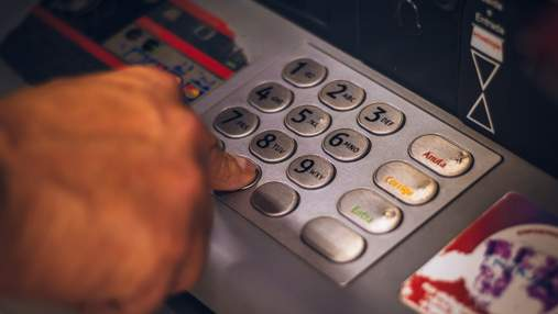Чоловік помилково отримав від банку тисячі доларів і відмовився їх повертати: причина дивує